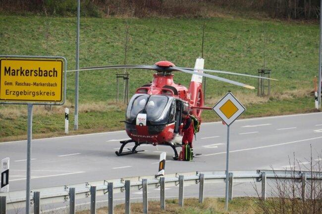 <p>Neben 25 Kameraden der Feuerwehren aus Raschau und Markersbach war auch ein Rettungshubschrauber sowie der Rettungsdienst im Einsatz.</p>