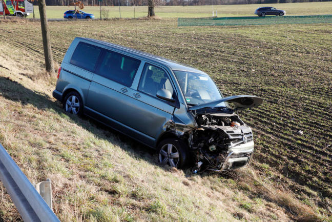 <p>Der 62-jährige Kleinbus-Fahrer erlitt leichte Verletzungen.</p>