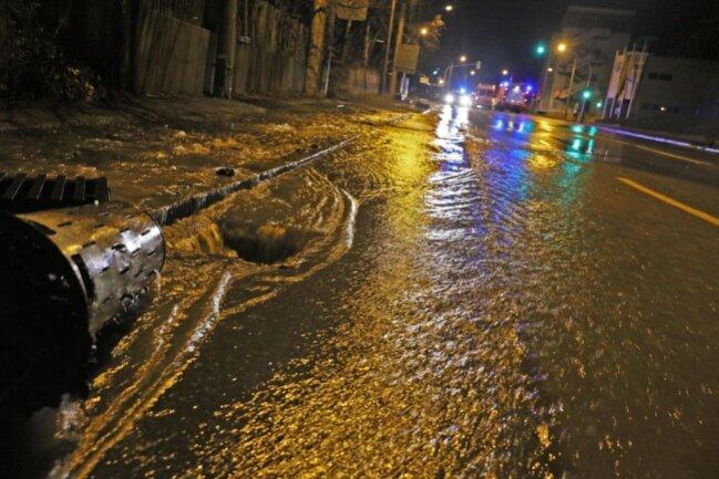 <p>Der Keller eines Bürogebäudes steht unter Wasser.</p>