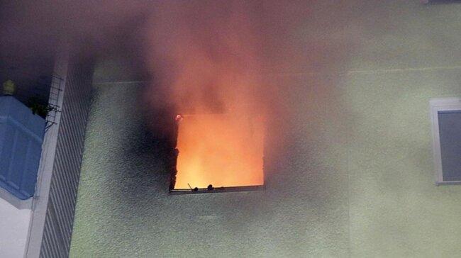 <p>Rettungskräfte hatten sie leblos in ihrer brennenden Wohnung an der Körnerstraße gefunden und zu reanimieren versucht, wie die Polizei in der Nacht zum Donnerstag mitteilte.</p>