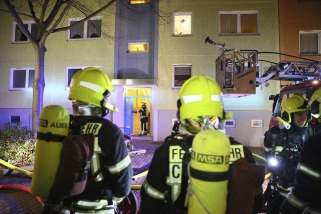 <p>Das Feuer war am Mittwochabend in der 5. Etage des Hauses ausgebrochen, die Ursache war zunächst unklar.</p>