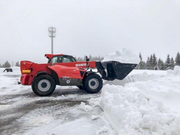 <p>Der Einsatz war nötig, weil Schneefälle sowie Sturmböen stellenweise massive Schneewände erzeugt hatten.</p>
