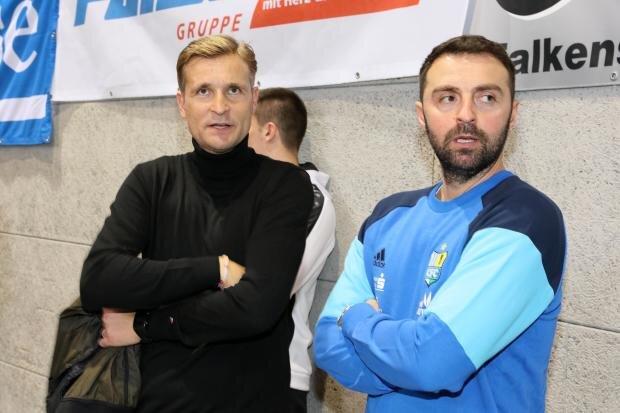 """<p xmlns:php=""""http://php.net/xsl"""">Trotz der Verpflichtung des neuen Trainers David Bergner (links) saß in Zwickau noch Co-Trainer Sreto Ristic auf der Bank.</p>  <div class=""""break clearfix"""" style=""""padding-top:20px"""">&nbsp;</div>"""