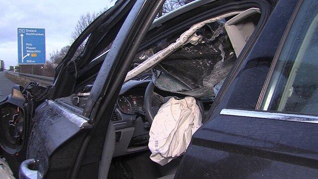<p>Der Audi-Fahrer wurde aus dem brennenden Fahrzeug gerettet und kam schwer verletzt in ein Krankenhaus.</p>