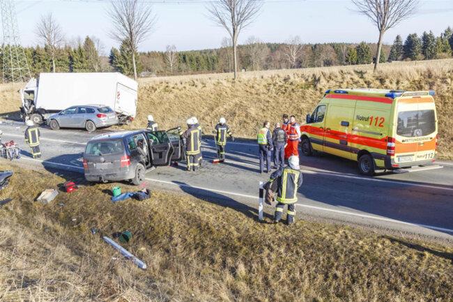<p>Der Fahrer wurde eingeklemmt und später schwer verletzt ins Krankenhaus gebracht.</p>