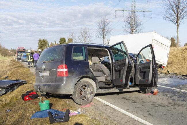 <p>Die Unfallstelle war zweieinhalb Stunden lang voll gesperrt, kurz nach 14.30 Uhr wurde der Abschnitt dann halbseitig für den Verkehr freigegeben.</p>