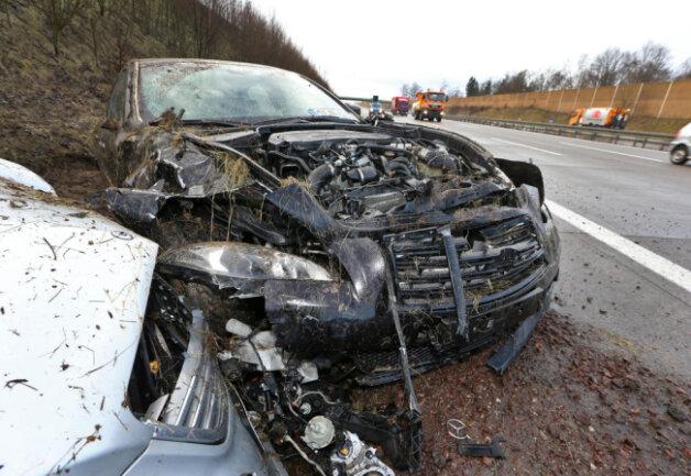 <p>Der Nissanfahrer wurde leicht verletzt. Der Gesamtschaden beläuft sich auf über 16.000 Euro.</p>