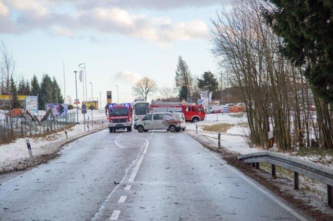 <p>Die Feuerwehr Gelenau war auf der B 95 vor Ort, um Bäume zu beseitigen.</p>