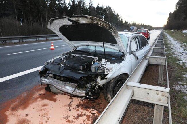 <p>Das Auto überschlug sich und kam an der Leitplanke zum Stehen.</p>
