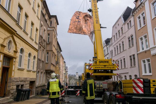 <p>In Auerbach hatte es am Donnerstag ein komplettes Dach abgedeckt.</p>