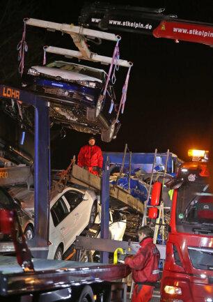 <p>Der Stau war wegen der Beseitigung von Sturmschäden auf der Autobahn entstanden.</p>