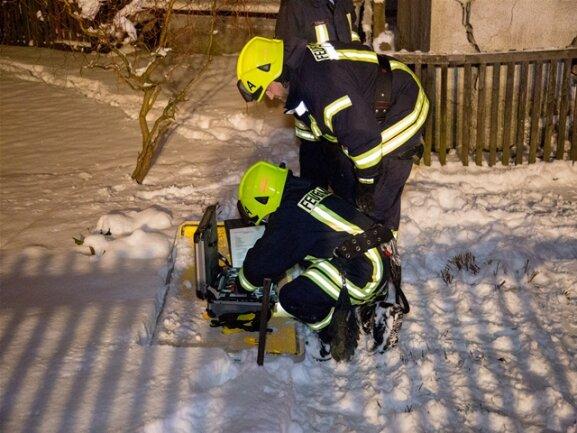 <p>Die Feuerwehr Drebach musste die beiden Insassen aus dem Auto befreien.</p>