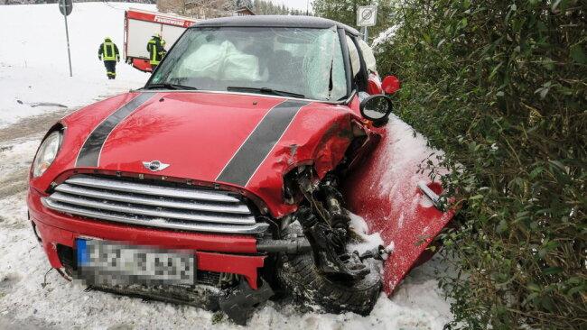 <p>Dabei wurde der Fahrer nach ersten Informationen schwer verletzt.</p>