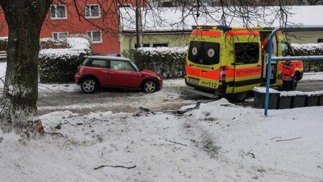 <p>Die Schneeberger Straße musste voll gesperrt werden.</p>