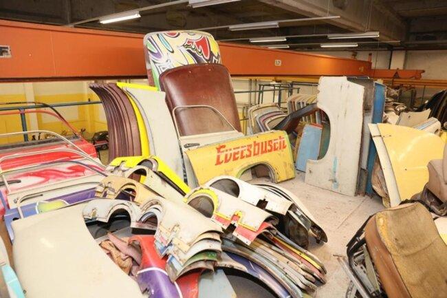 <p>Der Verein ist Inhaber des Markennamens Trabant. Unter anderem sind die meisten verkauften Spielzeugtrabis mit einer Lizenz des Intertrab-Vereins versehen.</p>