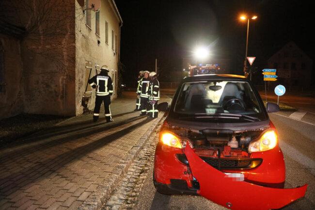 <p>Die 60-jährige Fahrerin wurde leicht verletzt.</p>  <p></p>