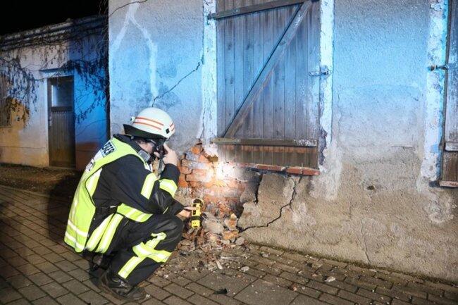 <p>Die Feuerwehr Oberlungwitz sicherte die Unfallstelle ab.</p>
