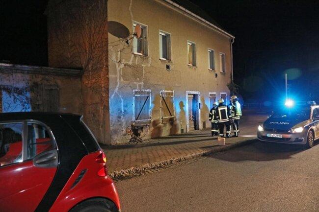 <p>Ob das Gebäude einsturzgefährdet ist, sollte laut Wehrleiter Nicky Reichel noch am Abend ein Statiker klären.</p>