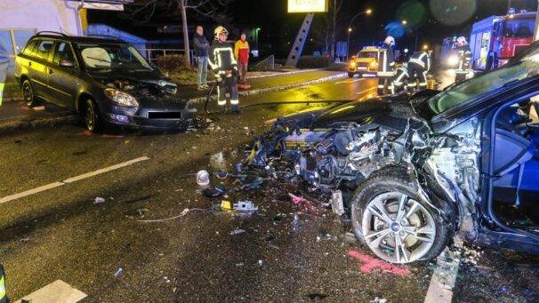 Bildergalerien - Autounfall auf der B 169 bei Aue - Bild 1 von 5