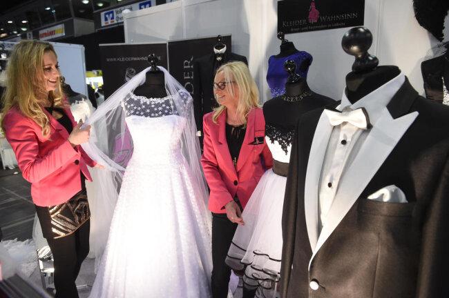 <p>Unter den Models, die die Brautmode vorführen, soll auch Soraya Kohlmann, amtierende Miss Germany, sein.</p>
