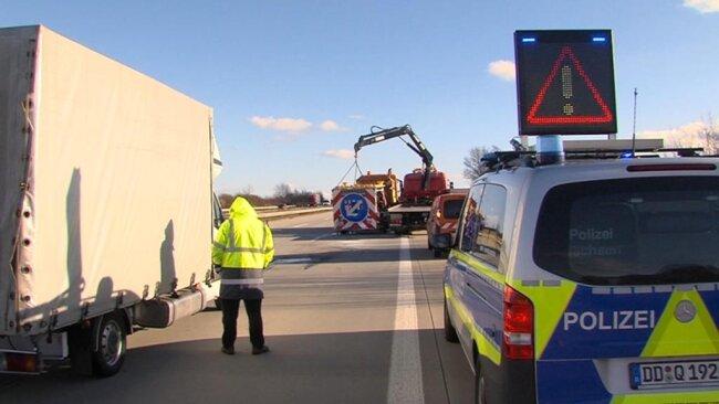 <p>Auch am Schilderwagen entstand erheblicher Schaden.</p>
