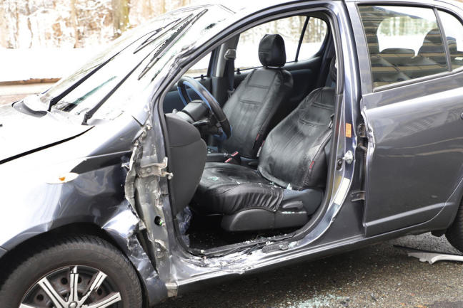 <p>Laut Augenzeugen musste die Toyota-Fahrerin von der Feuerwehr aus ihrem Auto befreit werden.</p>