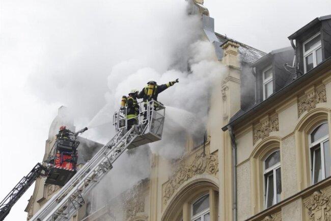 <p>Bei den Todesopfern handelt es sich um einen Mann und eine Frau. Nach Angaben der Stadtverwaltung Plauen sind beide Deutsche.</p>