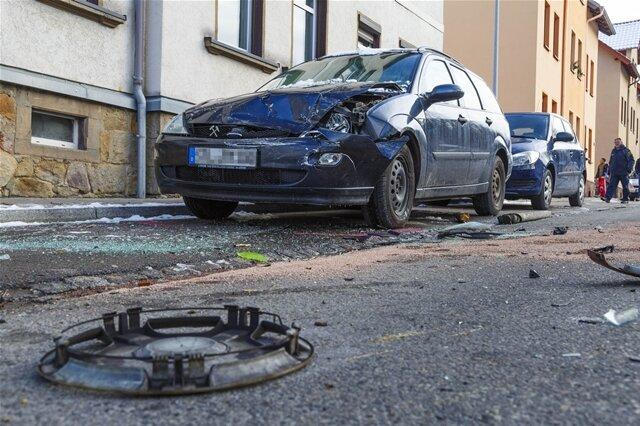 <p>Beim Eintreffen der Wehrleute soll der Fahrer bereits aus seinem Wagen befreit und von Ersthelfern versorgt worden sein.</p>