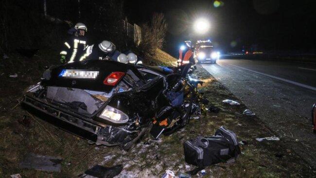 <p>Der 26-Jährige und seine 20-jährige Beifahrerin wurden schwer verletzt ins Krankenhaus gebracht.</p>
