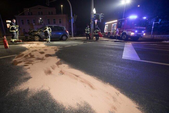 """<p xmlns:php=""""http://php.net/xsl"""">Das Auto der Fahrerin drehte sich durch den Aufprall und kam erst nach einigen Metern zum Stehen.</p>"""