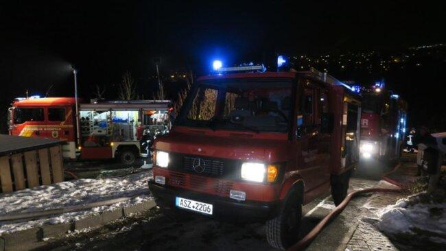 <p>An die 60 Feuerwehrleute aus Grünhain-Beierfeld, Waschleithe, Schwarzenberg und Bernsbach waren im Einsatz.</p>