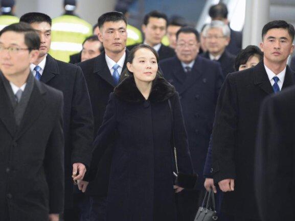 <p><b>Annäherungs-Kurs</b><br /> Nordkoreas Machthaber Kim Jong Un entsendet seine einflussreiche Schwester zu den Olympischen Winterspielen nach Pyeongchang entsandt. Kim Yo Jong kommt am Flughafen Incheon an. Kim ist das erste Mitglied ihrer Familie, das seit dem Koreakrieg Südkorea besucht. Foto: Uncredited/Kyodo News<br /> 09.02.2018 (dpa)</p>