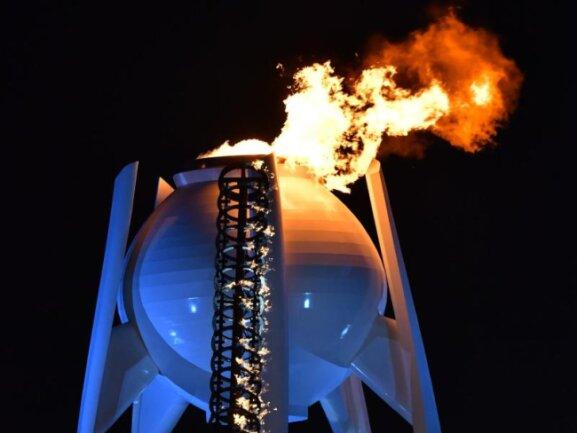 <b>Eröffnungsfeier</b><br/>Das olympische Feuer der Winterspiele brennt. Foto: Peter Kneffel<br/>09.02.2018 (dpa)