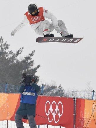 <b>Abgehoben</b><br/>Snowboard-Superstar Shaun White testet in Pyeongchang die Piste aus. Foto: Angelika Warmuth<br/>10.02.2018 (dpa)