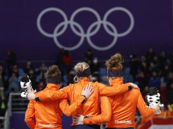 <b>Unbezwingbar</b><br/>Die Niederlande unterstreicht ihre Vormachtsstellung im Eisschnelllauf: Über 3000 Meter der Damen gewann die Eischnelllauf-Nation gleich alle drei Medaillen. Foto: John Locher<br/>10.02.2018 (dpa)