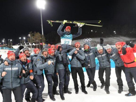 <b>Olympiasieg</b><br/>Arnd Peiffer ließ sich nach seinem überraschenden Olympiasieg im Biathlon-Sprint in Pyeongchang feiern. Foto: Michael Kappeler<br/>11.02.2018 (dpa)