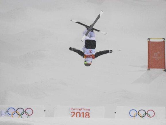<b>Kopfstand</b><br/>Die Französin PerrineLaffont gewann im Ski-Freestyle den Buckelpisten-Wettbewerb. Foto: Angelika Warmuth<br/>11.02.2018 (dpa)