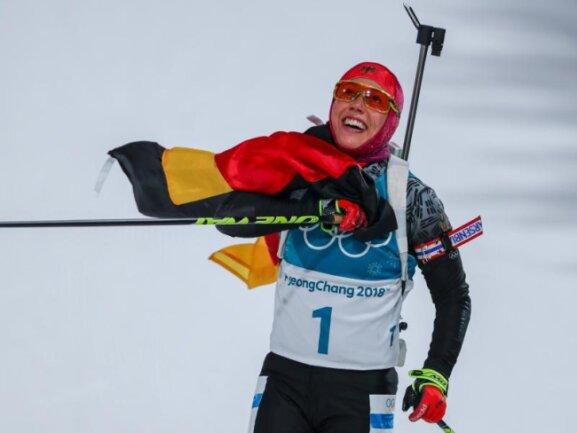<b>Historisch</b><br/>Zweites Rennen, zweites Gold: Biathletin Laura Dahlmeier dominiert bei den Olympischen Winterspielen in Pyeongchang die Konkurrenz. Die 24-Jährige ist die erste Skijägerin, die bei Olympia sowohl Sprint als auch Verfolgung gewinnen konnte. Foto: Michael Kappeler<br/>12.02.2018 (dpa)