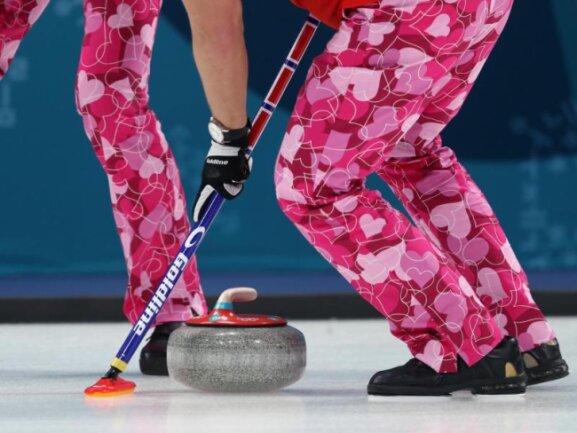 <b>«Be my Valentine»</b><br/>Spieler des norwegischen Curling-Teams tragen in Pyeongchang am Valentinstag Hosen mit Herzmotiven. Foto:David Davies<br/>14.02.2018 (dpa)