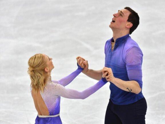<b>Erleichtert</b><br/>Aljona Savchenko und Bruno Massot können es nicht fassen. Das Eiskunstlaufpaar aus Deutschland gewann nach einer starken Kür noch Gold im Paarlauf. Foto: Peter Kneffel<br/>15.02.2018 (dpa)