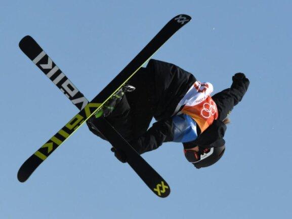 <b>Kopfunter</b><br/>Ski-Freestylerin Emma Dahlström aus Schweden bei einer akrobatischen Einlage. Foto: Angelika Warmuth<br/>17.02.2018 (dpa)