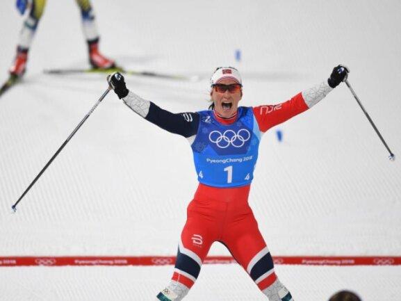 <b>Historisch</b><br/>Die Norwegerin Marit Bjoergen jubelt beim Zieleinlauf über Gold mit der 4x5 km Staffel. Die 37 Jahre alte Langläuferin gewann damit als ersteFrau bei Winterspielen sieben MalGold. Foto: Hendrik Schmidt<br/>17.02.2018 (dpa)