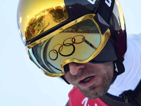 <b>Olympischer Spiegel</b><br/>Im Helm von Björn Kircheisen spiegeln sich die Olympischen Ringe. Foto: Hendrik Schmidt<br/>17.02.2018 (dpa)