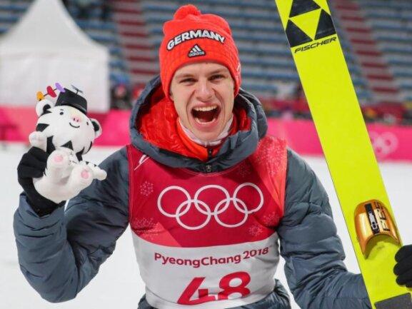 <b>Zweiter</b><br/>Nach Gold von der Normalschanze kann sich Andreas Wellinger auch über die Silbermedaille von der Großschanze freuen. Foto: Daniel Karmann<br/>17.02.2018 (dpa)