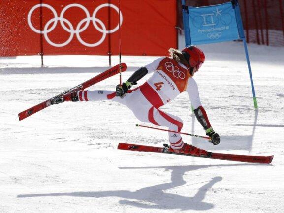 <b>Kontrolle verloren</b><br/>Der Österreicher Manuel Feller verliert beim Riesenslalom die Kontrolle über seine Ski. Foto: Christophe Ena<br/>18.02.2018 (dpa)