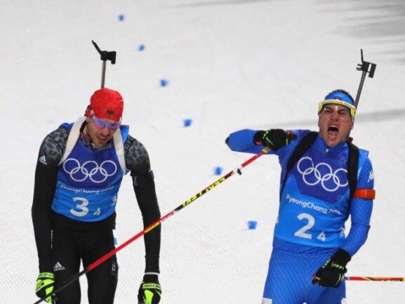 <b>Nur Platz vier</b><br/>Der Moment der Ernüchterung: Die Biathlon-Mixed-Staffel verpasst Bronze. Arnd Peiffer (l) kam nur 0,4 Sekunden hinter dem Italiener Dominik Windisch ins Ziel. Foto: Michael Kappeler<br/>20.02.2018 (dpa)
