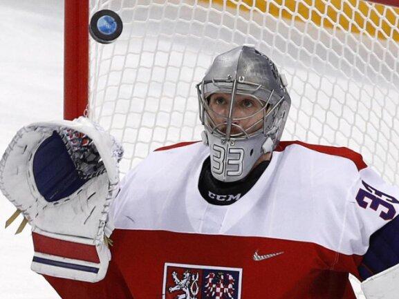 <b>Held</b><br/>Gefeierter Held des tschechischen Eishockey-Teams ist Goalie Pavel Francouz, der alle fünf Penaltys der US-Boys im Viertelfinale halten kann. Foto:Jae C. Hong<br/>21.02.2018 (dpa)