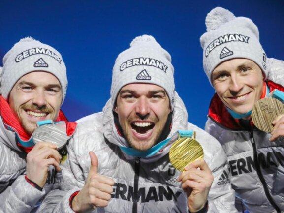 <b>Bild für die Götter</b><br/>Mit ihrem Dreifacherfolg in der Nordischen Kombination befinden sich Fabian Riessle (l-r), Johannes Rydzek und Eric Frenzel nun auf dem Gipfel des Sportolymps. Foto: Michael Kappeler<br/>21.02.2018 (dpa)