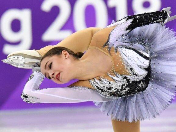 <b>Verrenkt</b><br/>Alina Sagitowa vom Team «Olympische Athleten aus Russland» (OAR) verrenkt sich beim Kurzprogramm der Eiskunstläufer. Foto: Peter Kneffel<br/>21.02.2018 (dpa)