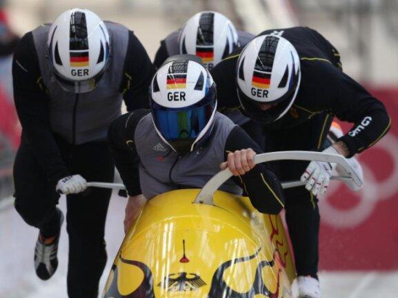 <b>Manpower</b><br/>Mit voller Kraft voraus: Die deutschen Bob-Fahrer um Johannes Lochner beim Training. Foto: David Davies<br/>23.02.2018 (dpa)